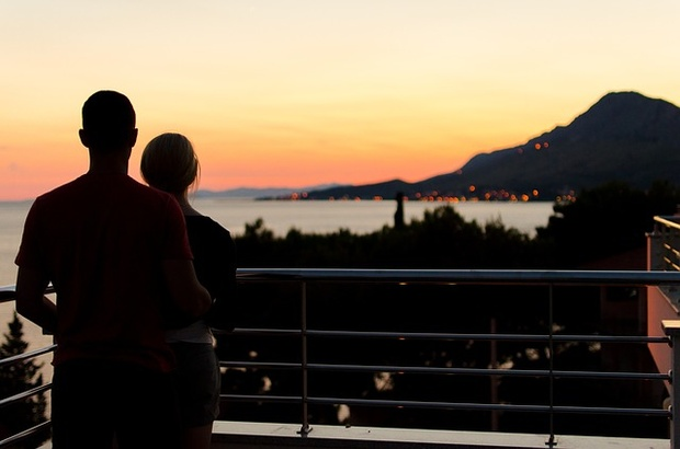 Couple standing on Balcony- Vaalnest